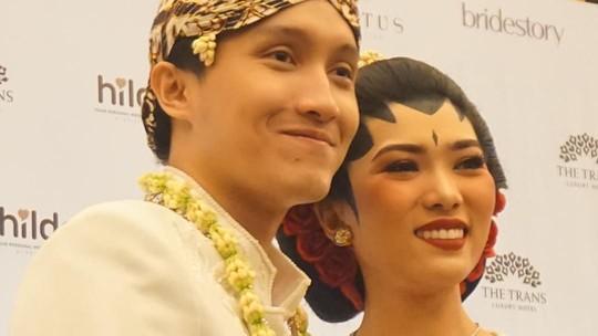 Patah Hati Nasional Jilid 2! Lihat Nih, Senyum Bahagia Isyana dan Rayhan