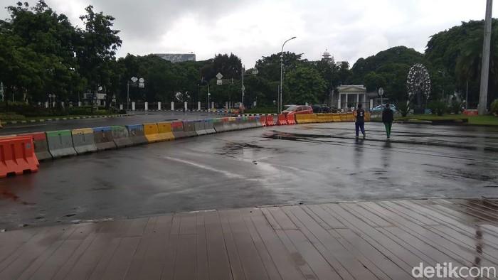 Banjir di seberang Istana Merdeka, Jakarta Pusat, Minggu (2/2/2020) surut
