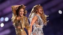Foto: Adu Gaya Seksi Jennifer Lopez dan Shakira di Halftime Super Bowl