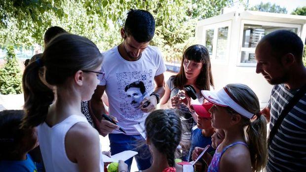 Novak Djokovic berada di Novak Tennis Center bersama anak-anak.