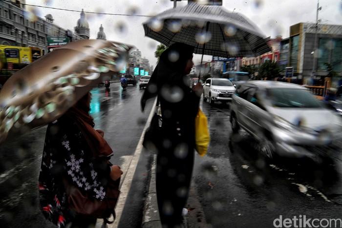 BMKG memprediksi puncak musim hujan 2020 di Jakarta baru terjadi pada Februari dan Maret mendatang.