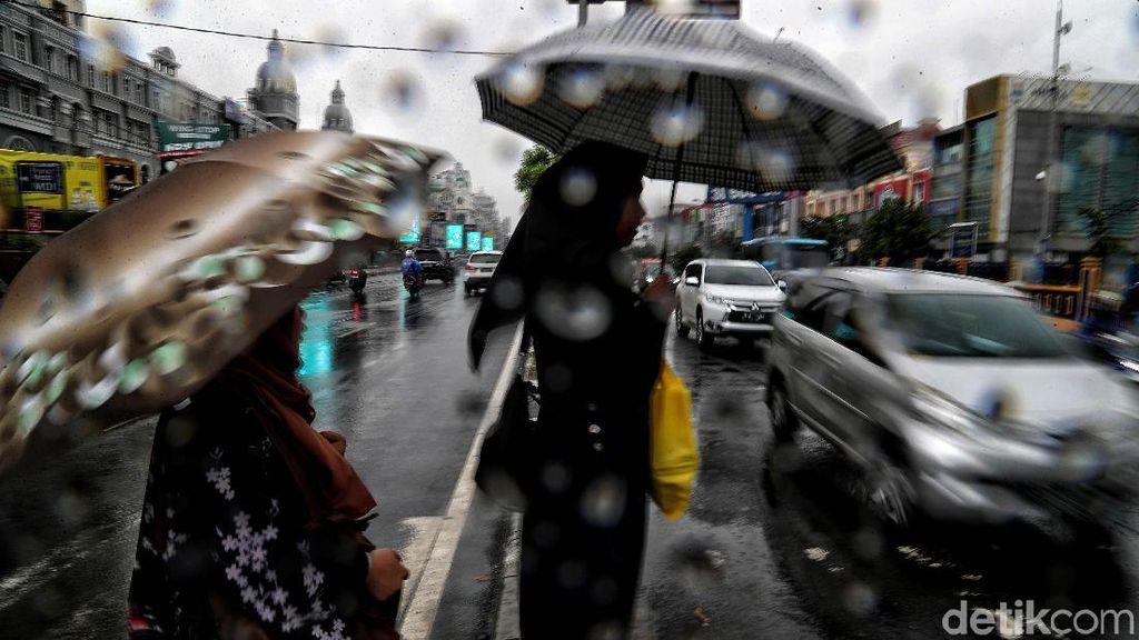 BMKG: Waspada Potensi Hujan Disertai Kilat di Jaksel-Jaktim-Jakbar Sore Ini