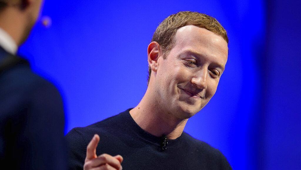 Viral, Wajah Mirip Joker Mark Zuckerberg Saat Berselancar di Siang Bolong