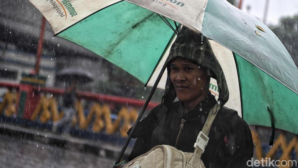 55 RW di Jakarta Terendam, Waspadai 5 Ancaman Penyakit Saat Banjir