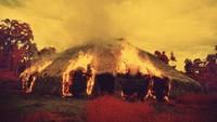 Orang suku Yanomami menganggap nge-Fly sudah jadi seperti sebuah tradisi. (Claudia Andujar/BBC)