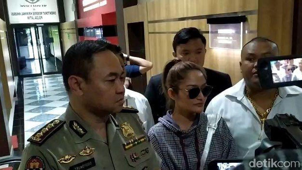 Sempat Ditawari Gabung MeMiles, Apa Jawaban Siti Badriah?