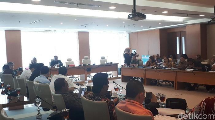 Haris Fadhil-detikcom/  Komisi B DPRD Sumatera Utara (Sumut) menggelar rapat bersama Dinas Kebudayaan dan Pariwisata Sumut membahas penyelenggaraan Festival Danau Toba.