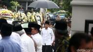 Sampaikan Rasa Duka, Jokowi-JK Melayat Almarhum Gus Sholah