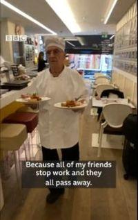 Keren! Kakek 81 Tahun Ini Masih Aktif Jadi Chef Restoran
