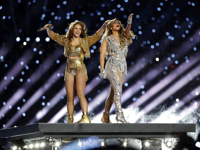 Singer Shakira, center, performs, during the halftime show of the NFL Super Bowl 54 football game between the San Francisco 49ers and Kansas City Chiefs, Sunday, Feb. 2, 2020, in Miami Gardens, Fla. (AP Photo/Morry Gash)