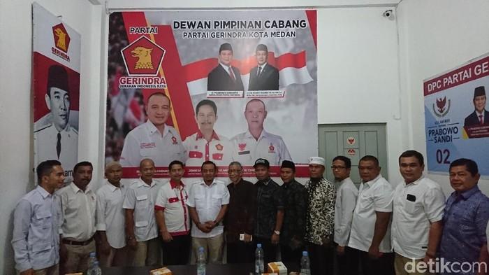 Ahmad Arfah-detikcom/ GNPF Sumut dengan Pengurus DPC Gerindra Medan, Senin (3/2/2020)