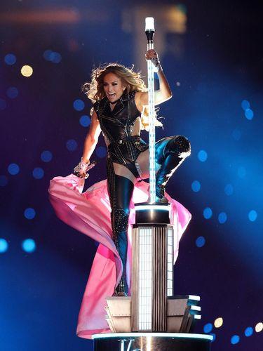 Aksi Spektakuler Shakira dan J.Lo di Superbowl Dikomplain 1.000 Penonton
