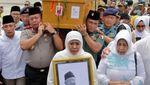 Momen Jenazah Gus Sholah Tiba di Bandara Juanda