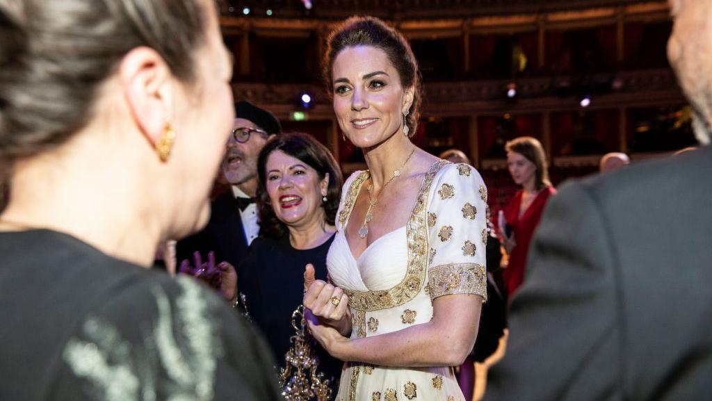 Bertemu Bintang Hollywood, Kate Middleton Cantik Pakai Baju Lama