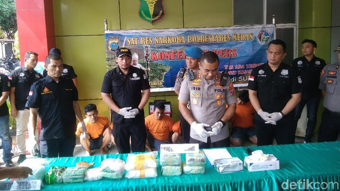 Datuk Haris Molana-detikcom/ Kapolrestabes Medan Kombes Johnny Eddizon Isir dalam rilis kasus narkoba, Senin (3/2/2020)