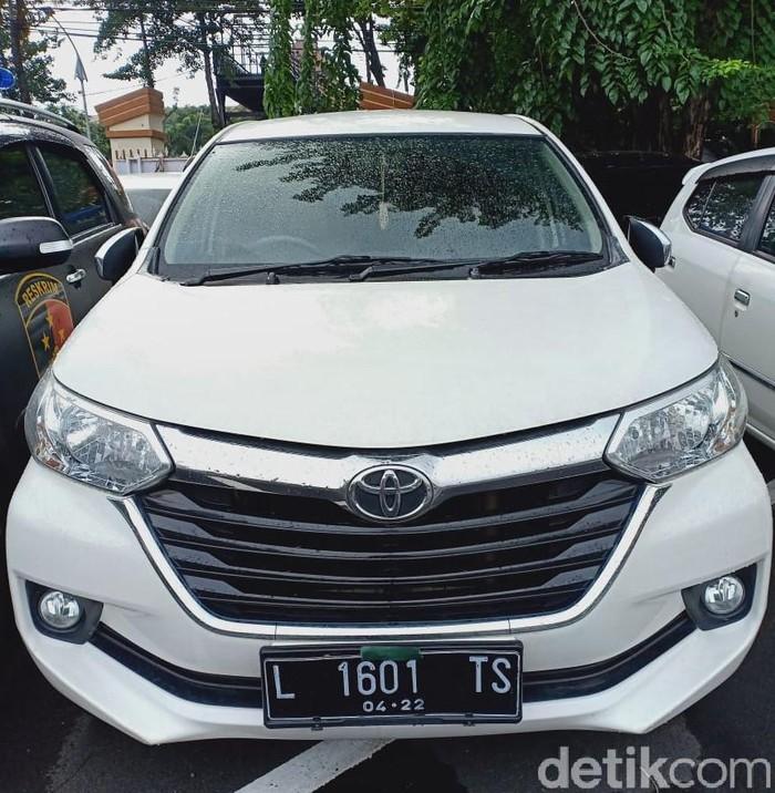 Polisi Temukan Mobil Berplat Palsu di Jalanan Surabaya