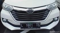 Polisi Hentikan Mobil Berpelat Palsu di Jalanan Surabaya