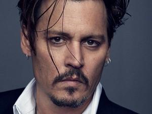 Dukung Johnny Depp, Fans Ramai-ramai Beli Parfum Dior yang Dibintanginya