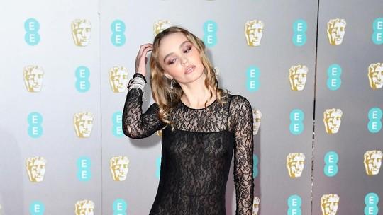 Penampilan Lily-Rose Depp dengan Dress Menerawang di BAFTA