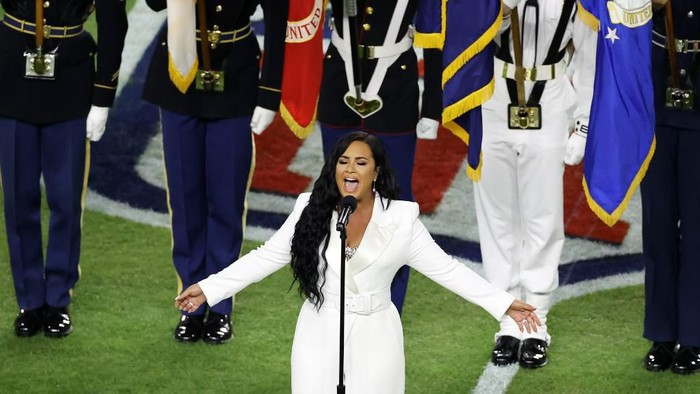 MIAMI, FLORIDA - FEBRUARY 02: Singer Demi Lovato performs the national anthem prior to Super Bowl LIV between the San Francisco 49ers and the Kansas City Chiefs at Hard Rock Stadium on February 02, 2020 in Miami, Florida.   Elsa/Getty Images/AFP