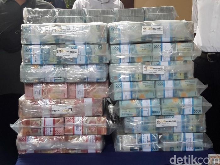 Barang bukti kasus investasi bodong MeMiles kini mencapai Rp 147 miliar. Sebelumnya ada tambahan Rp 3,5 miliar dari rekening Ari Haryo Wibowo Harjojudanto atau Ari Sigit.