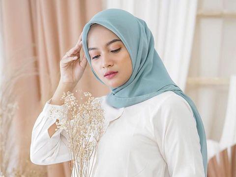 10 Rekomendasi Hijab Cornskin Anti Kusut yang Nyaman Dipakai