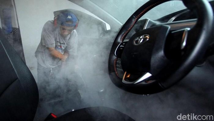 Jaman now, nggak cuma manusia yang bisa mandi sauna. Mobil pun sekarang bisa mandi uap ala manusia. Penasaran?
