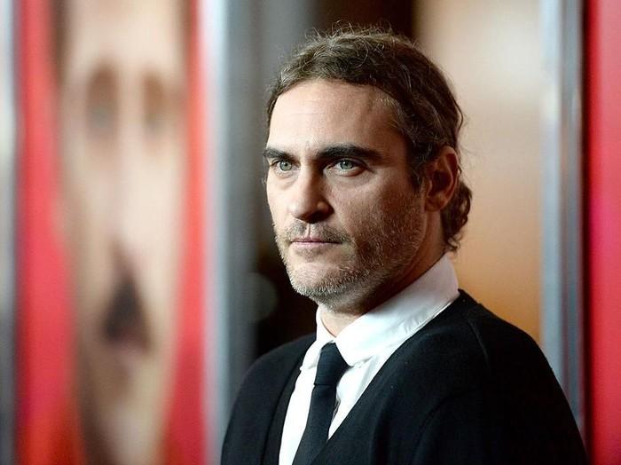 LOS ANGELES, CA - DECEMBER 12:  Actor Joaquin Phoenix attends the premiere of Warner Bros. Pictures