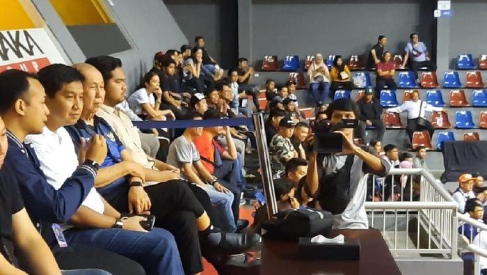 Maruarar Sirait menonton IBL seri Jakarta