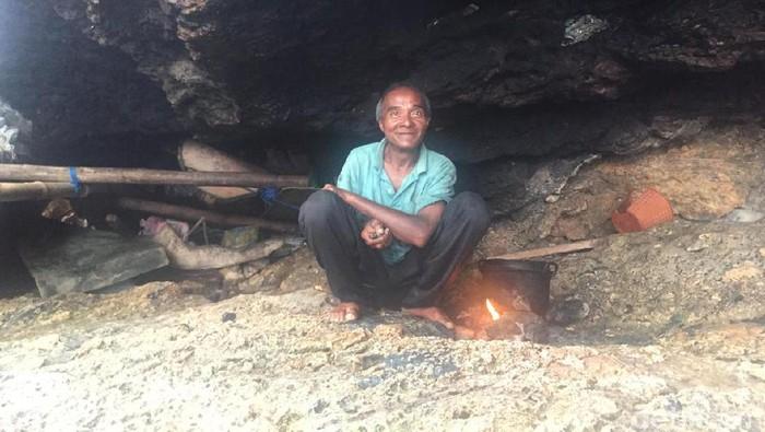 DOK. ISTIMEWA/ Pria bernama La Udu tinggal di gua Baubau Sultra