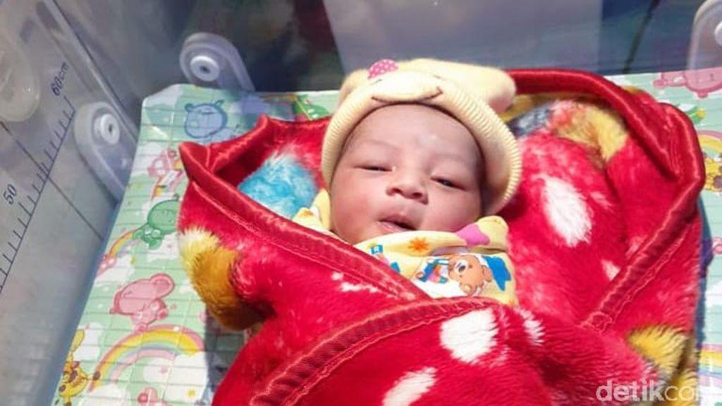 Nasib Bayi Mungil Menggemaskan yang Ditinggal di Teras Rumah Warga