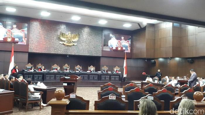 Pemerintah membacakan jawaban dari dalil Dewan Pengawas KPK memperlemah lembaga/Dwi Andayani detikcom