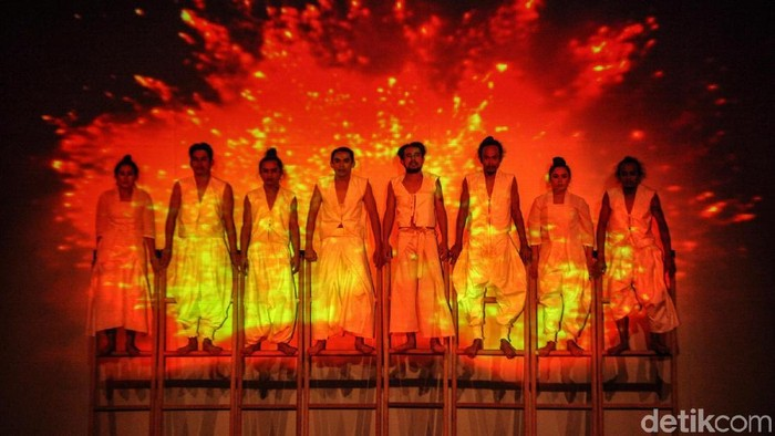 Pertunjukan Teater Under the Volcano