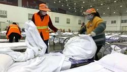 Kasus virus corona terus meningkat di China dengan kasus sudah di atas angka 20 ribu. Pusat pameran hingga gym diubah menjadi rumah sakit darurat.