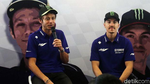 Dua bintang MotoGP Valentino Rossi dan Maverick Vinales menyapa pendukungnya di Hotel Sheraton Bandara, Tangerang. Begini momennya.
