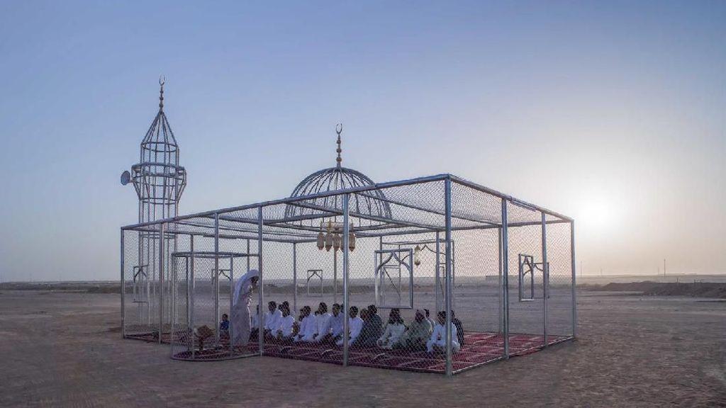 Masjid Transparan di Tengah Gurun, Masya Allah Cantiknya