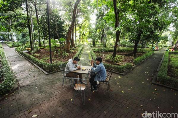 Bagi orang-orang yang sedang penat atau butuh mencari angin segar, kafe itu bisa menjadi alternatif destinasi untuk dikunjungi.