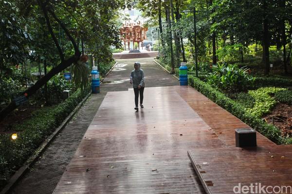Hutan Kota Arboretum ini semakin semarak dengan hadirnya satwa-satwa yang mendekat secara alami dan sengaja dilepas untuk hidup di hutan kota oleh KLHK.