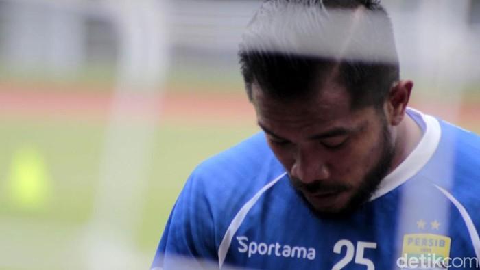 Persib Bandung mendapatkan tambahan amunisi lini depan. Zulham Zamrun bergabung kembali dengan Maung Bandung usai meninggalkan PSM Makassar.