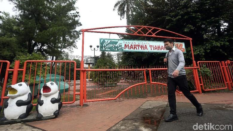 Taman Wisata Marta Tiahahu yang berada di Blok M, sudah lama terbengkalai. Begini kondisinya.
