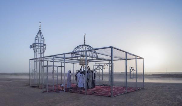 Masjid ini merupakan karya Ajlan Gharem, seorang guru matematika di Sekolah Umum Al Sahabah di Arab Saudi. Dia juga seorang seniman dan mempunyai studio yang bernama Gharem Studio. (dok Ajlan Gharem)
