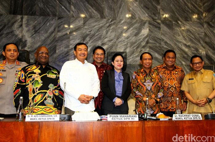 Pemerintah pusat dan Pemprov Papua diminta DPR untuk bersinergi sukseskan PON 2020 di Papua. Sukses yang dimaksud dalam bentuk penyelenggaraan hingga prestasi.