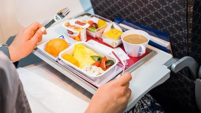 tips makan di pesawat