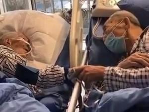 Sedih...Pasangan Tua Kena Virus Corona Pegangan Tangan Ucapkan Perpisahan