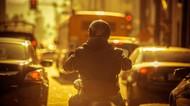 Viral Driver Ojol Berjaket Chopee Goood, Bikin Netizen Bingung & Cekikikan