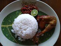 Sari Idaman : Makan Nasi Pluncut Sambil Ngemil Cireng Enak