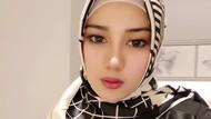 Gaya Hijab Istri Opick, Bebi Silvana yang Lagi Viral Soal Corona di Iqra