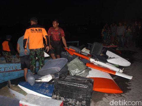 Bagian-bagian pesawat setelah dilakukan pemisahan dalam proses evakuasi