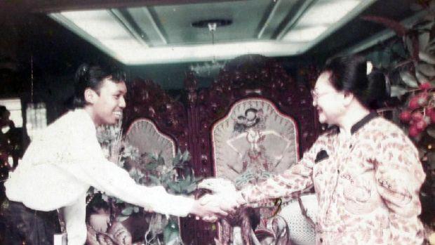Menghilang 25 Tahun, Yudhis Citra Muncul dengan Lelang Lukisan