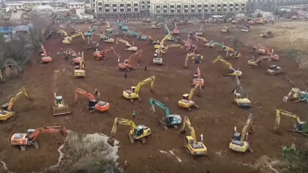 Pemandangan Ratusan Truk, Traktor, dan Ekskavator Kebut Pembangunan RS Corona di Wuhan